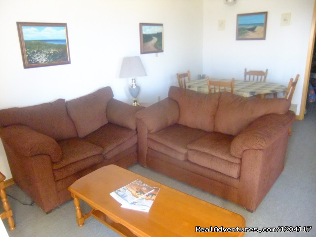 2 Bedroom Cottage - Livingroom - Warren's Beachfront Cottages