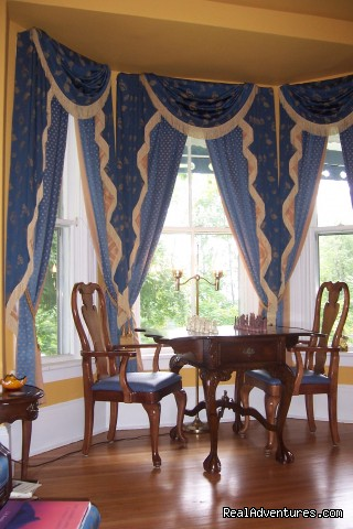 Drawing Room - Romantic Weekend Getaways At Heritage Hideaway B&B