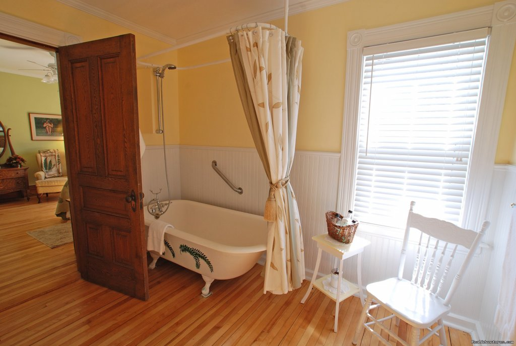 Tamarack En Suite | Image #6/18 | Alicion Bed & Breakfast