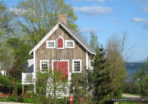 Boatbuilder's Cottage - in Historic Lunenburg