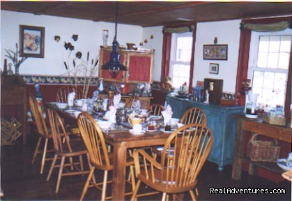 1826 Maplebird House, breakfast room - 1826 Maplebird House Bed & Breakfast