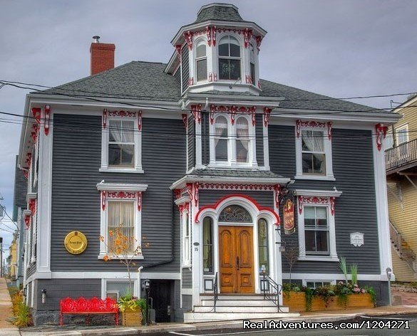 Located in Lunenburg, Nova Scotia, The Mariner King Inn majestically stands in the heart of Old Town Lunenburg.  The Inn, built in 1830, has undergone extensive renovations restoring the old and melding it with the needs of today's travellers.