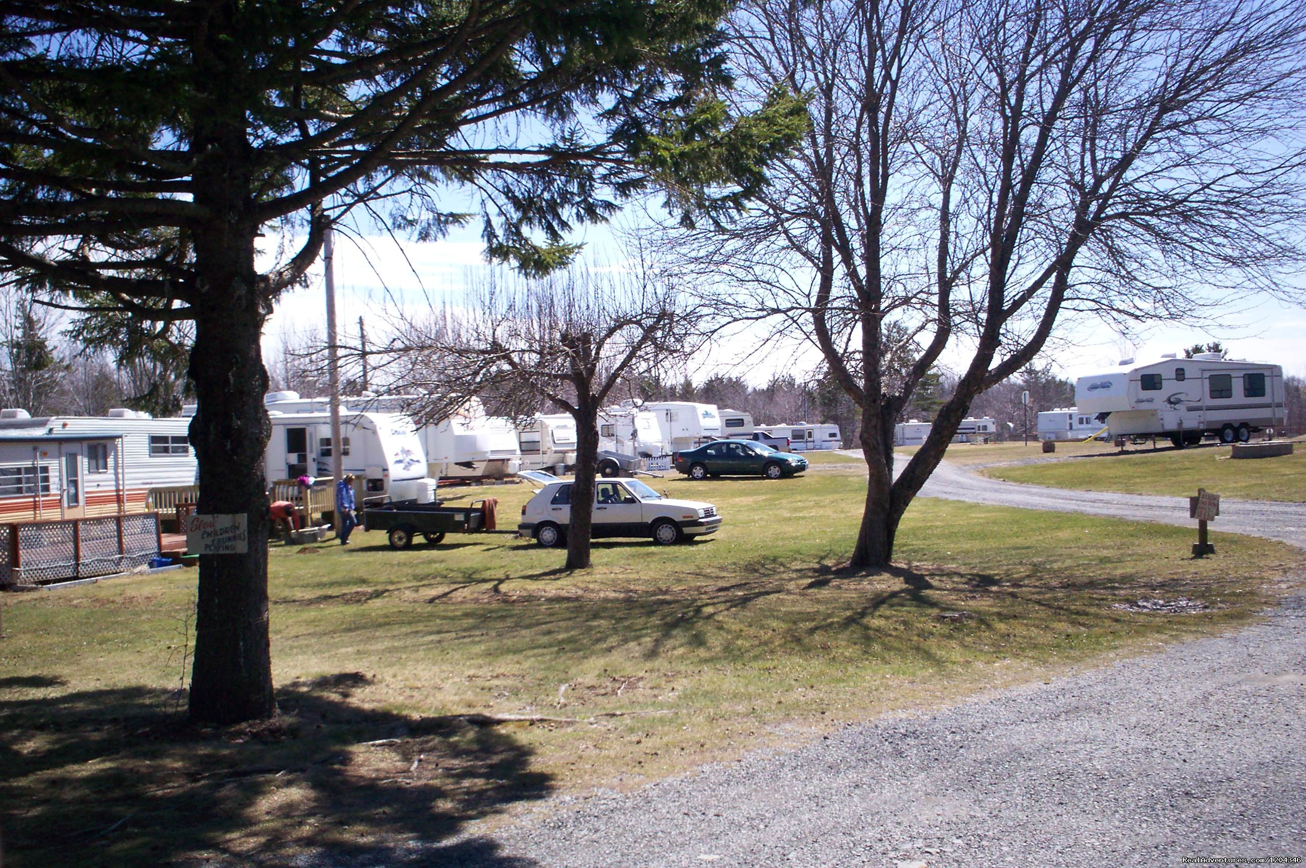 left view of some seasonal campers | Image #3/11 | Little Lake Family Campground