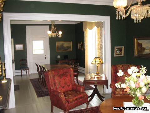 - Hillsdale House Inn