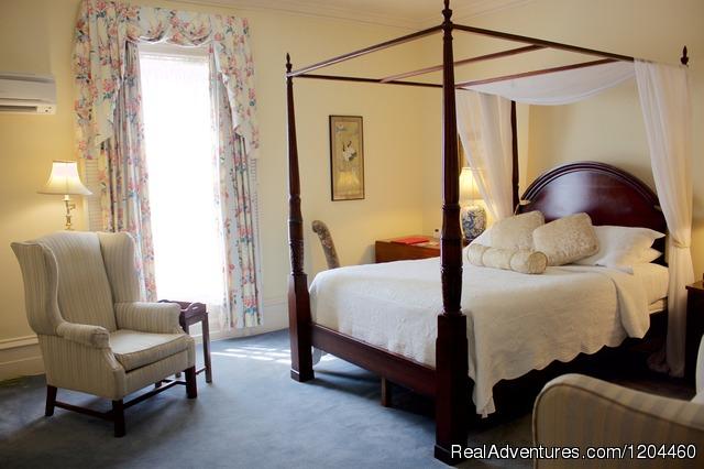 Tattingstone Inn: Tattingstone Inn, front view