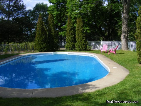 Tattingstone Inn: Tattingstone Inn, heated outdoor pool