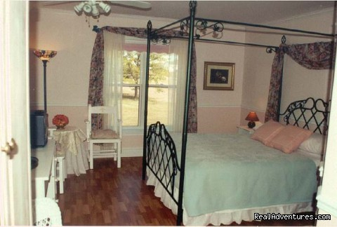 The Romantic Rose room - Parrsboro Mansion Inn
