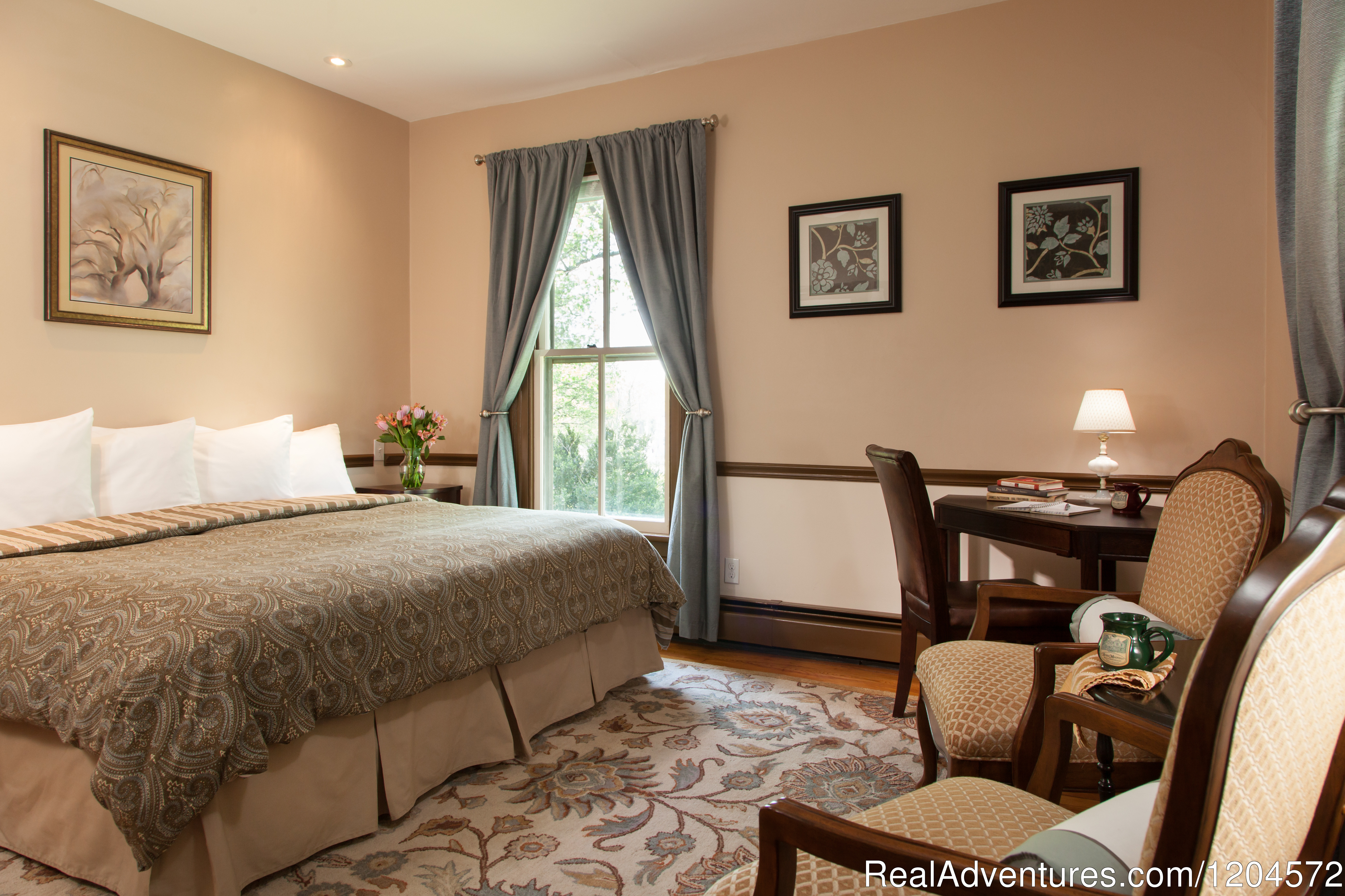 Goodwin Room | Image #1/5 | Afton, Virginia  | Bed & Breakfasts | Afton Mountain Bed & Breakfast