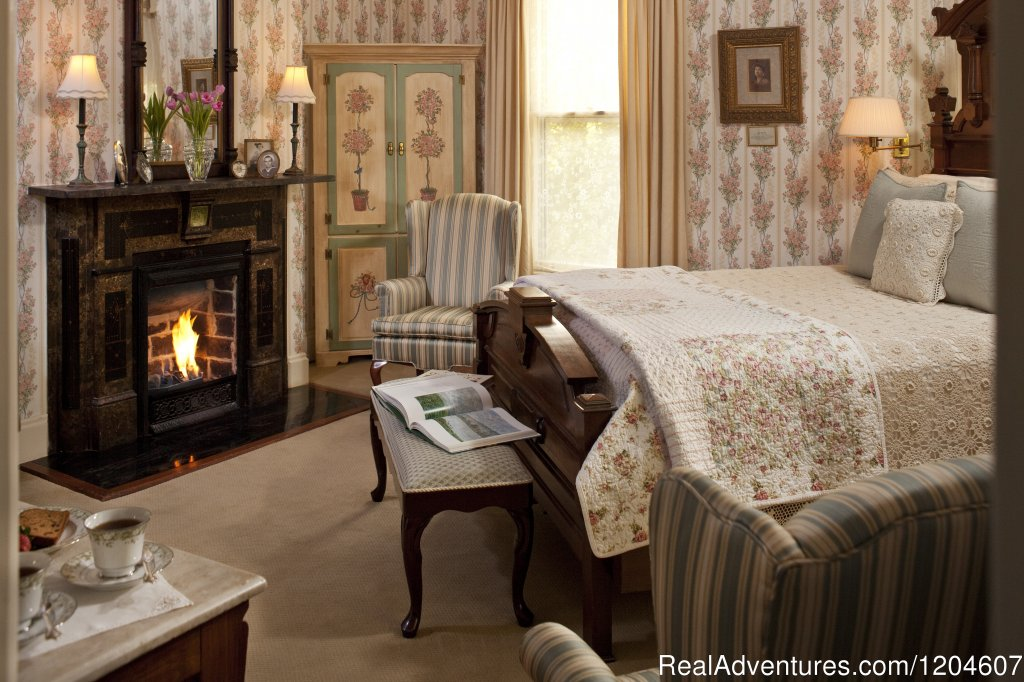 Julia Pierce Room | Image #3/7 | The Oaks Victorian Inn