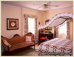Margaret Aurelia Bedroom | Image #5/13 | Virginia Cliffe Inn