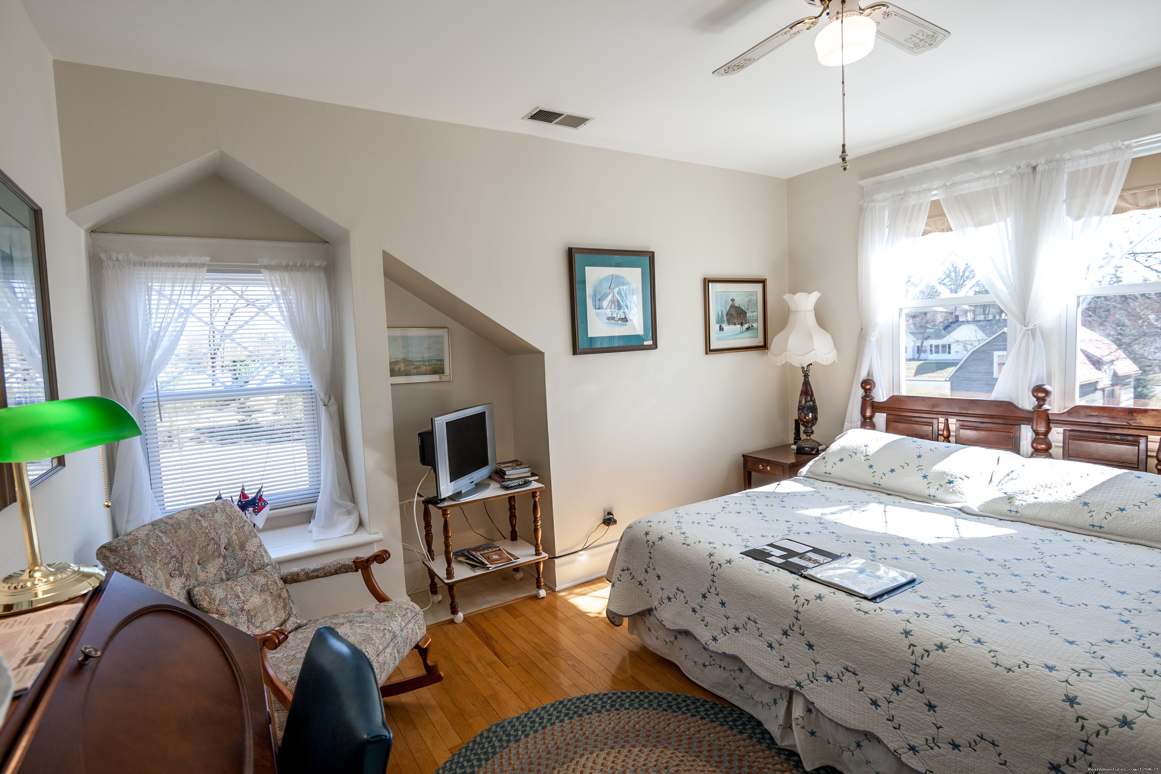 George Pickett Room | Image #10/15 | Stonewall Jackson Inn Bed & Breakfast