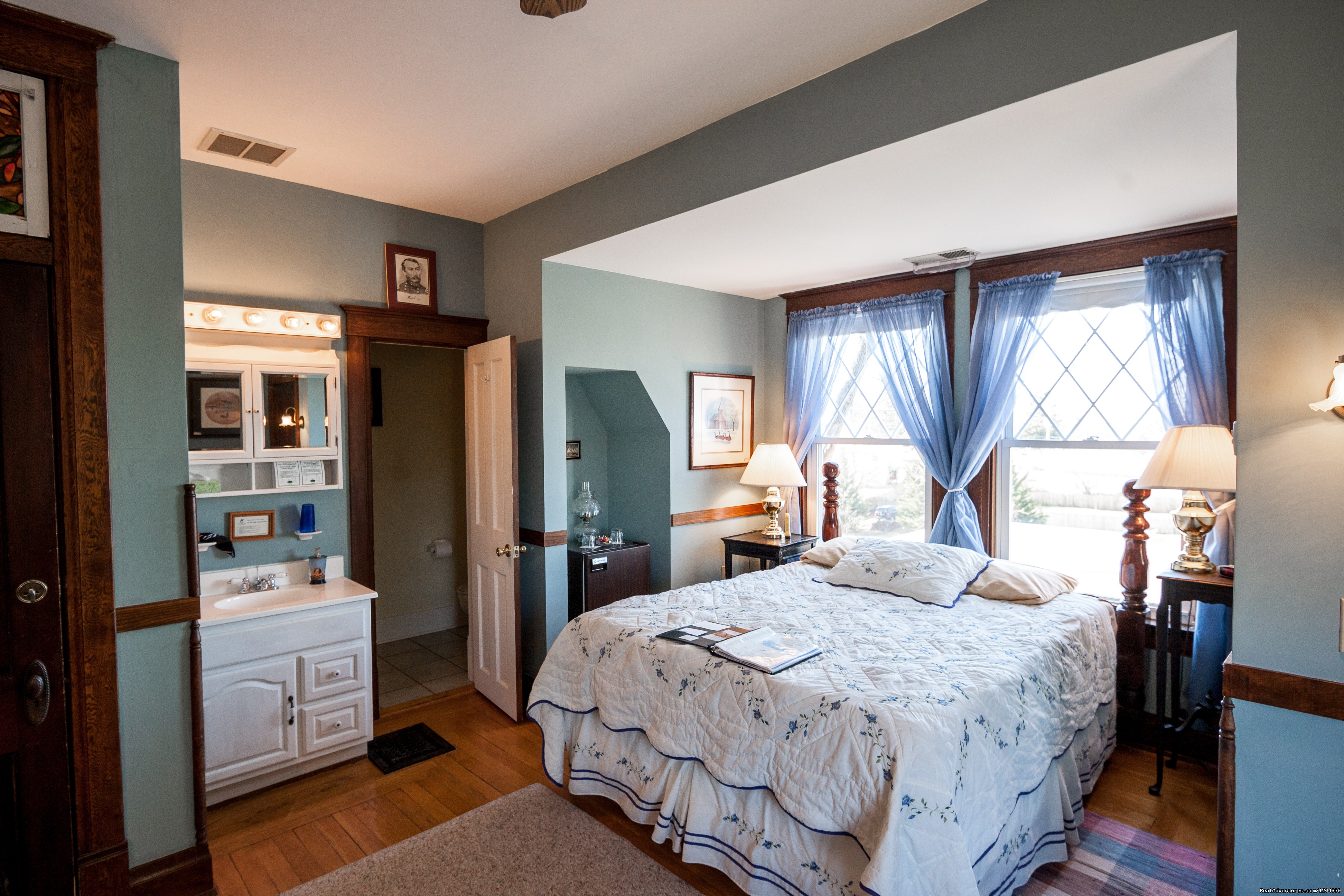 Philip Sheridan Room | Image #12/15 | Stonewall Jackson Inn Bed & Breakfast
