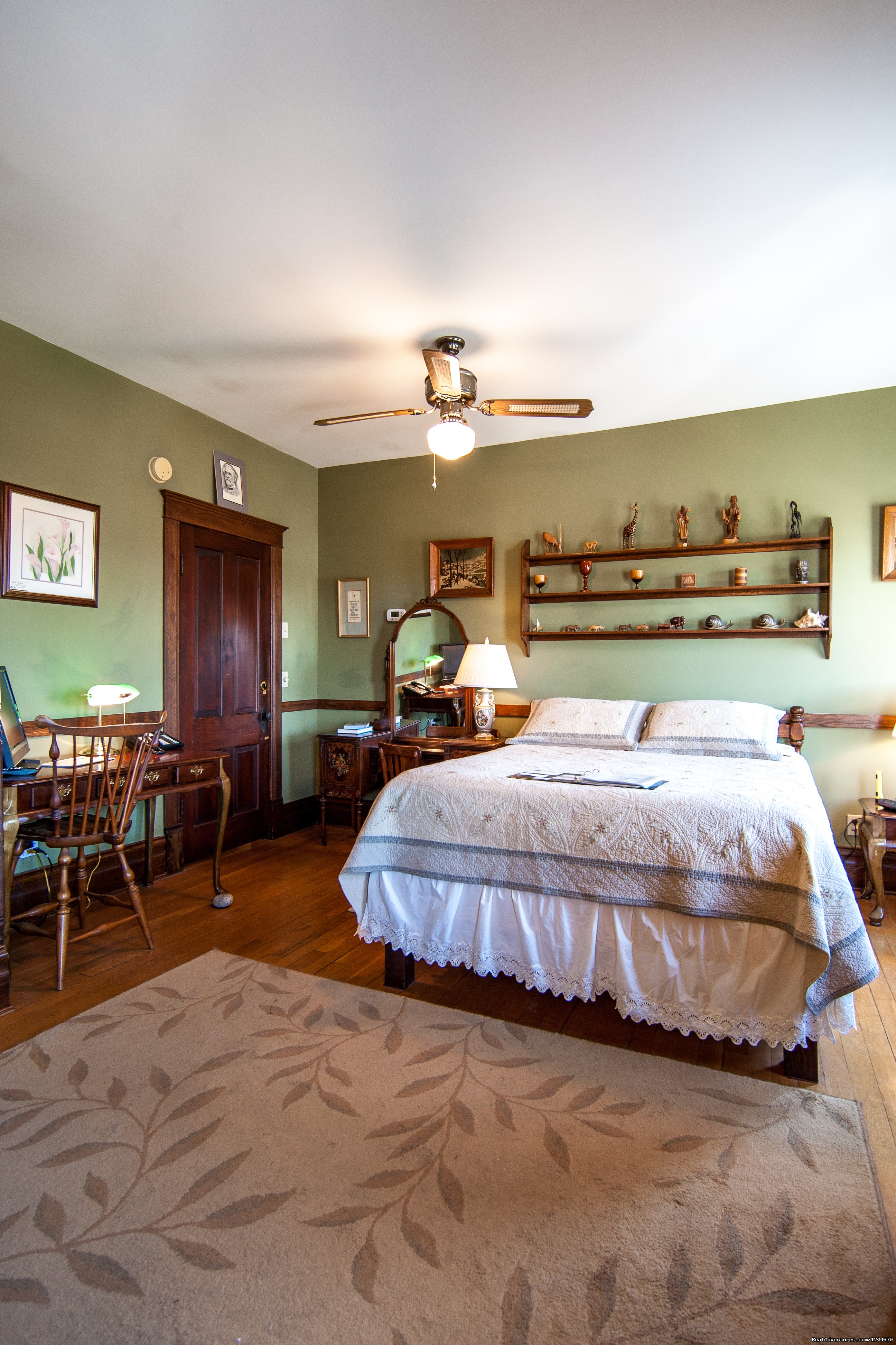 Robert E. Lee Room | Image #14/15 | Stonewall Jackson Inn Bed & Breakfast