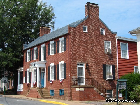 Wine and History Escapes at a Virginia B & B