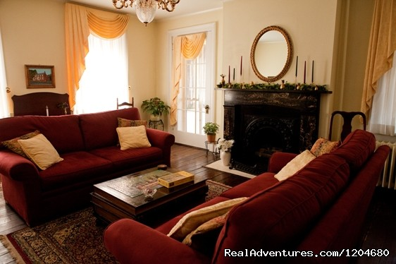 Holladay House B&B, Parlor - Wine and History Escapes at a Virginia B & B
