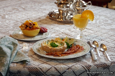 Full Breakfast at Barclay Cottage B&B - Rekindle Romance in Virginia Beach Bed & Breakfast