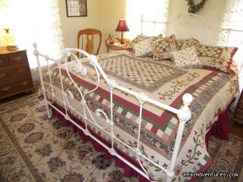 Garden Room Barclay Cottage B&B (#5 of 11) - Rekindle Romance in Virginia Beach Bed & Breakfast