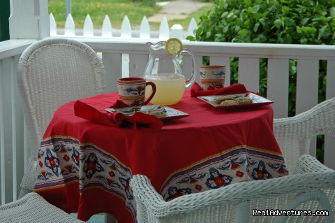 Summer Afternoon Barclay Cottage B&B - Rekindle Romance in Virginia Beach Bed & Breakfast