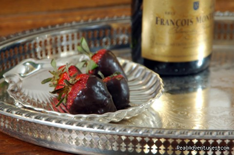 Strawberries and Champagne Barclay Cottage - Rekindle Romance in Virginia Beach Bed & Breakfast