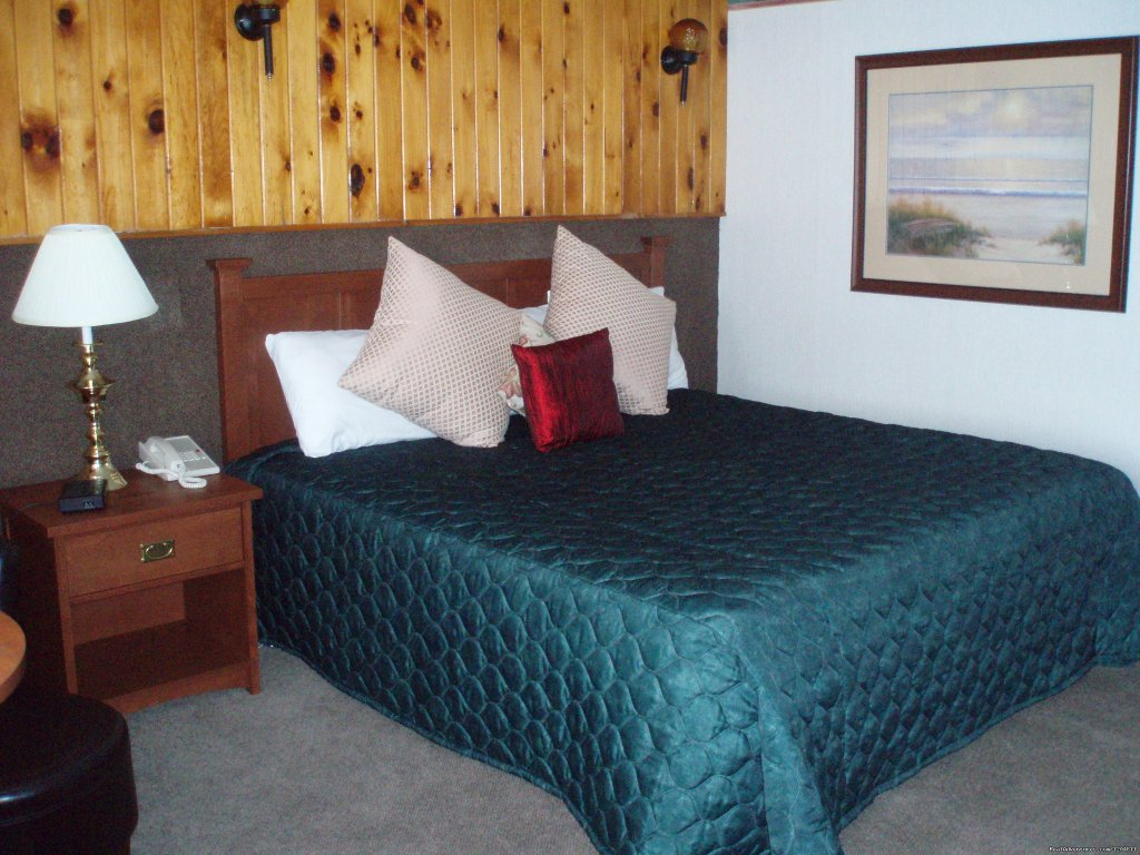 Motel Room - 1 King Bed | Image #2/15 | Cove Motel & Mariner Dining Room