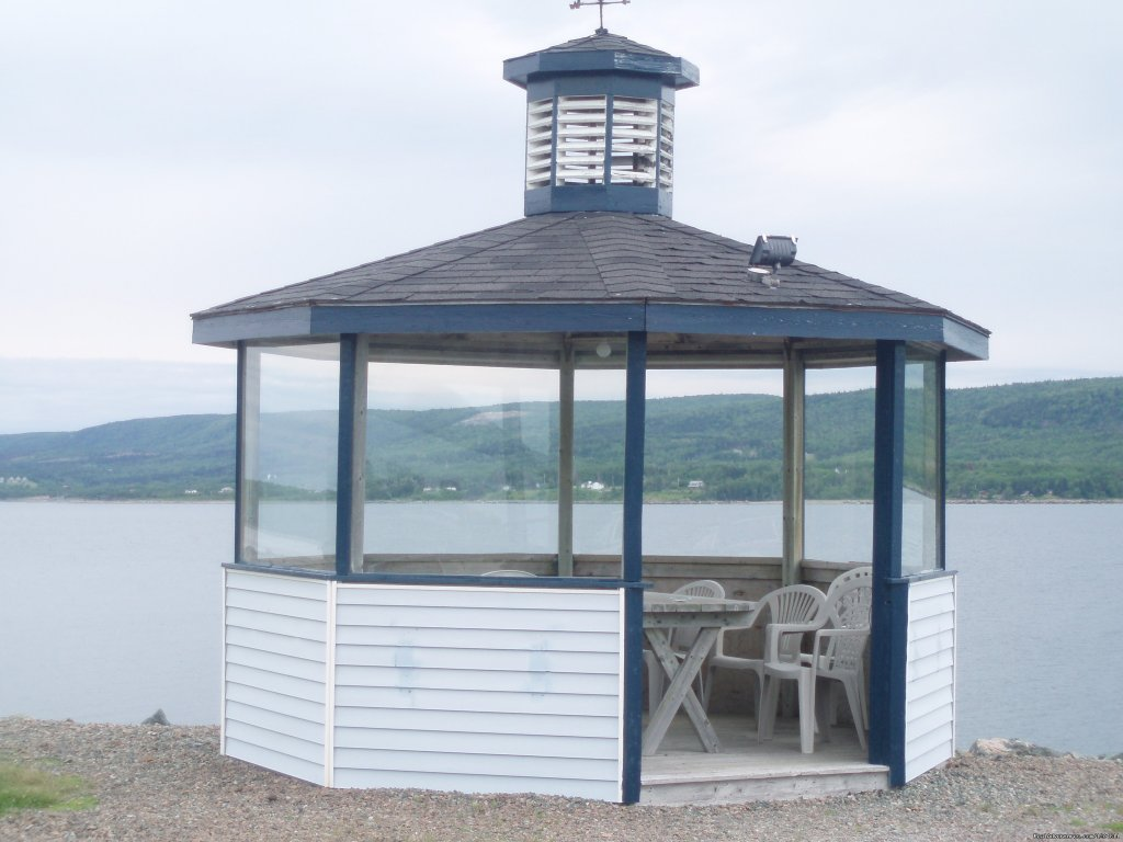 Gazebo | Image #6/15 | Cove Motel & Mariner Dining Room