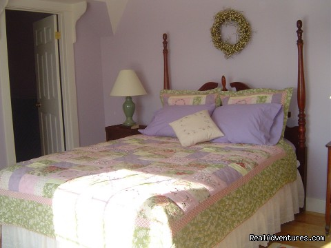 queen bedroom - Reclusive Luxury at Cameron Guest House