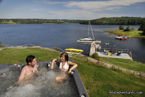 Waterfront Hot Tub - Bras d'Or Lakes Inn