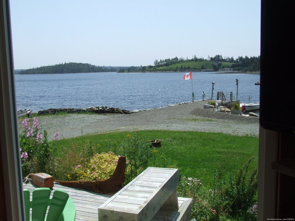 Ocean cottage ,beach ,boat launch ,dock,kayaks, fire pit with wood suplied,queen bed ,pull out beauful cottage  ,great view