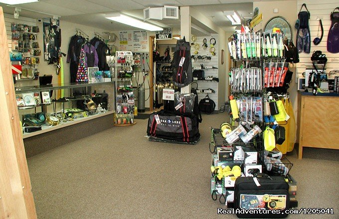 Divers World is an ISO 9001:2000 registered scuba dive shop located in Halifax Nova Scotia. We offer full sales and service on recreational as well as commercial scuba diving equipment.