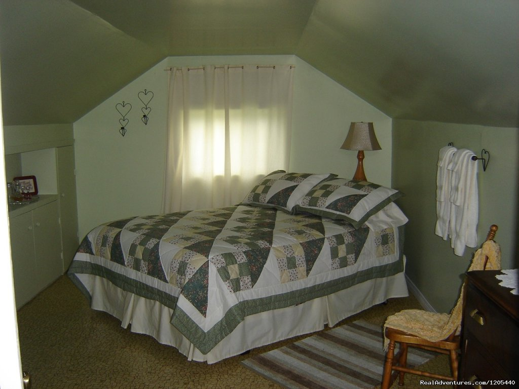 Backroads B & B, Guest House, 'East Room | Image #5/11 | Guest House At Backroads Bed & Breakfast