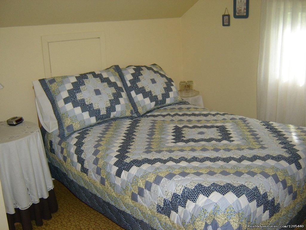 Backroads B & B, Guest House, 'West Room' | Image #7/11 | Guest House At Backroads Bed & Breakfast