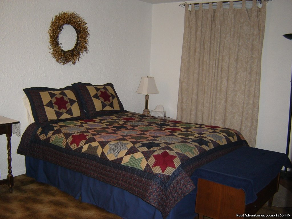 Backroads B & B, 'Country Room' | Image #10/11 | Guest House At Backroads Bed & Breakfast