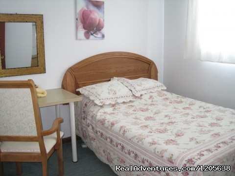 Modern, tastefully decorated, private rooms. - The Inn on College - Enjoy the Comfort of Home