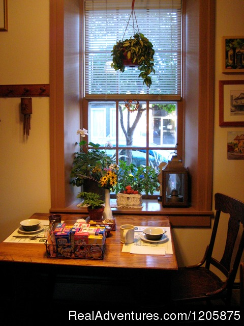 Breakfast Table (#8 of 9) - The Stagecoach Inn Bed and Breakfast
