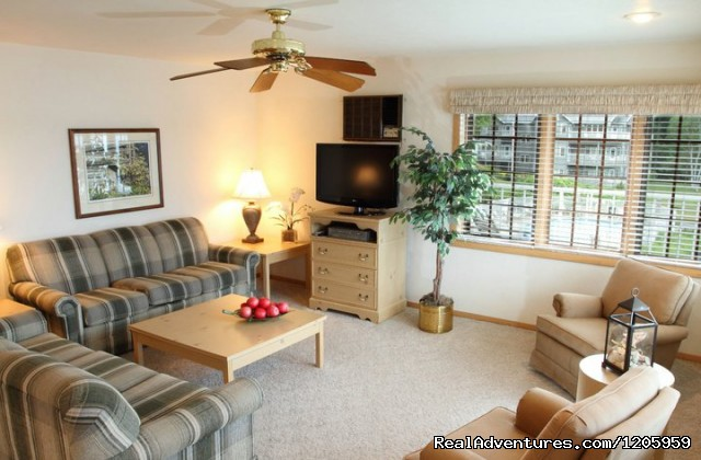 Living rooms with new HD TV's - Bay Shore Inn