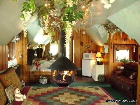 Enchanted Treehouse Suite - Lazy Cloud Inn