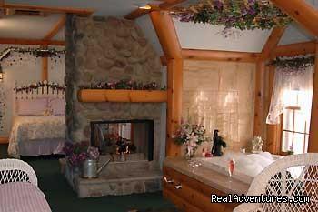Tiffany Garden Suite (#5 of 8) - Lazy Cloud Inn