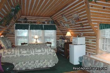 Hayloft Suite - Lazy Cloud Inn