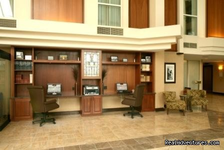 Lobby Business Center - Crowne Plaza
