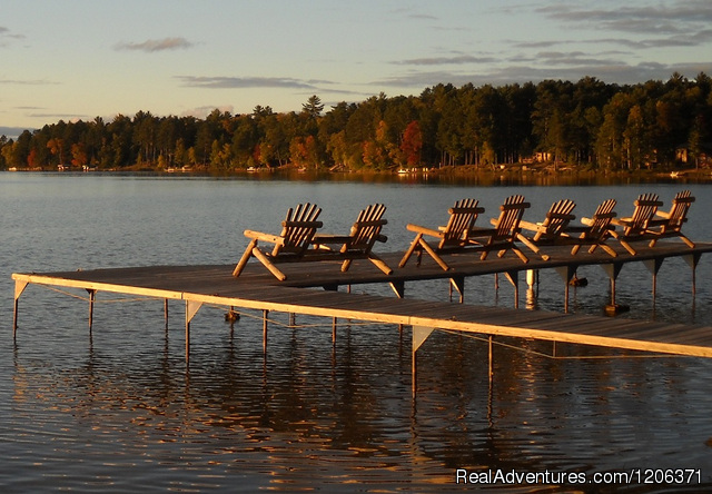 Cedaroma Lodge: Late afternoon at the docks