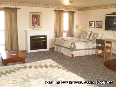 Cottage Family Suite - Village Inn on the Lake/Badger Park RV Sites