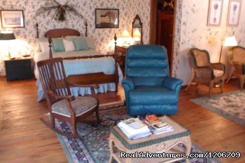 Ivy room at BarnAgain - Vintage Barn Vacation Rental