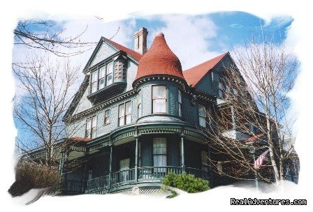 Image #1/9 | Hannibal, Missouri  | Bed & Breakfasts | Reagan's Queen Anne Bed and Breakfast