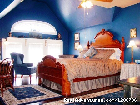 Captain's Quarters Suite | Image #3/9 | Reagan's Queen Anne Bed and Breakfast