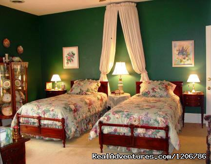 Wilson's Chamber - Reagan's Queen Anne Bed and Breakfast