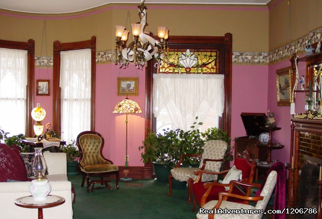 Ladies' Parlor - Reagan's Queen Anne Bed and Breakfast
