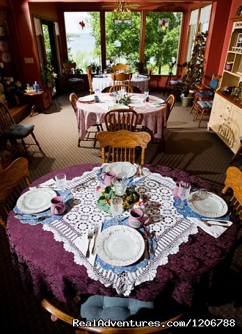 Our Dining Room - Luxury Bed and Breakfast Suites on Table Rock Lake