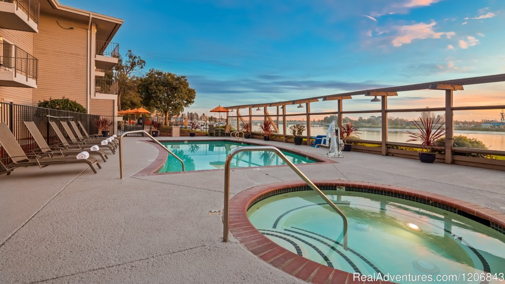 Heated Pool & Jacuzzi | Image #2/6 | Executive Inn & Suites Embarcadero Cove