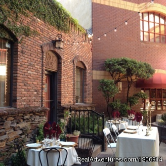 Experience historic stay in Calif. Gold Country Ivy Covered Courtyard