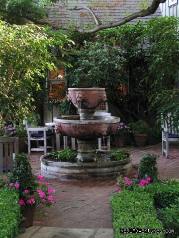 Lion Fountain Patio - Simpson House Inn